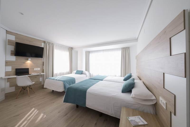 Habitación-Triple-Estandar-1-Hotel-VIDA-Finisterre-Centro